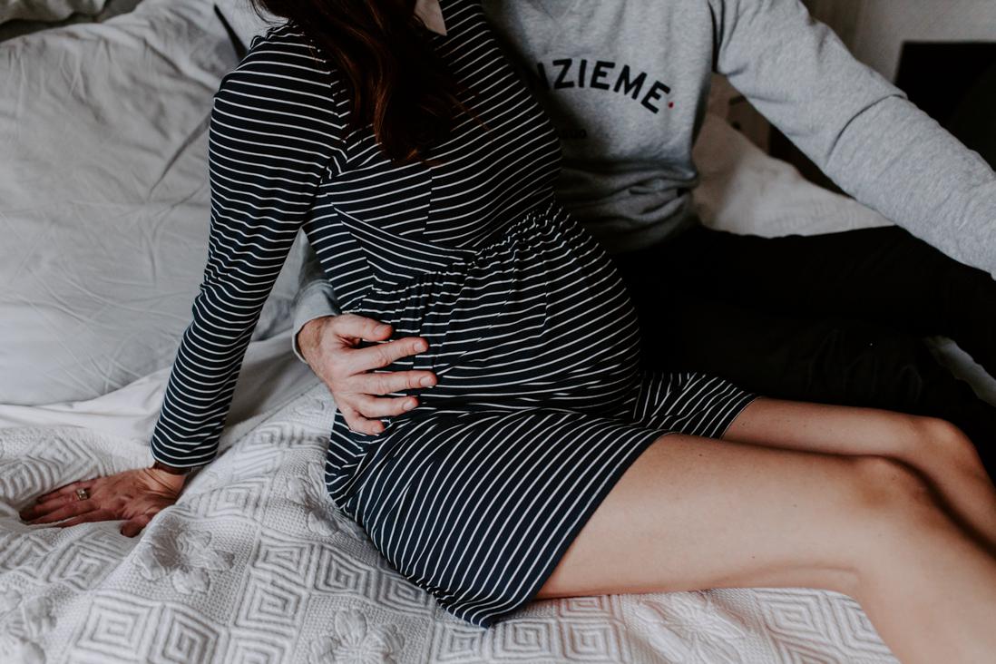seance-grossesse-domicile-Marine Blanchard Photographie
